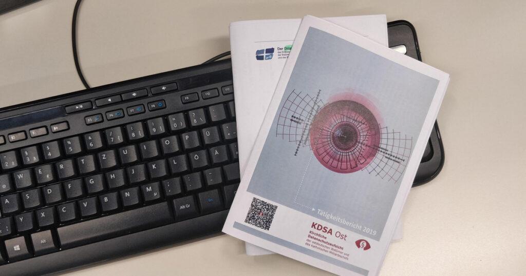 Cover des Tätigkeitsberichts der KDSA Ost 2019