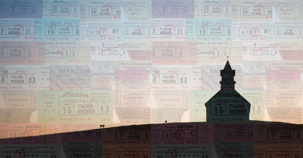 Die Silhouette einer Kirche auf einer Collage von Eintrittskarten