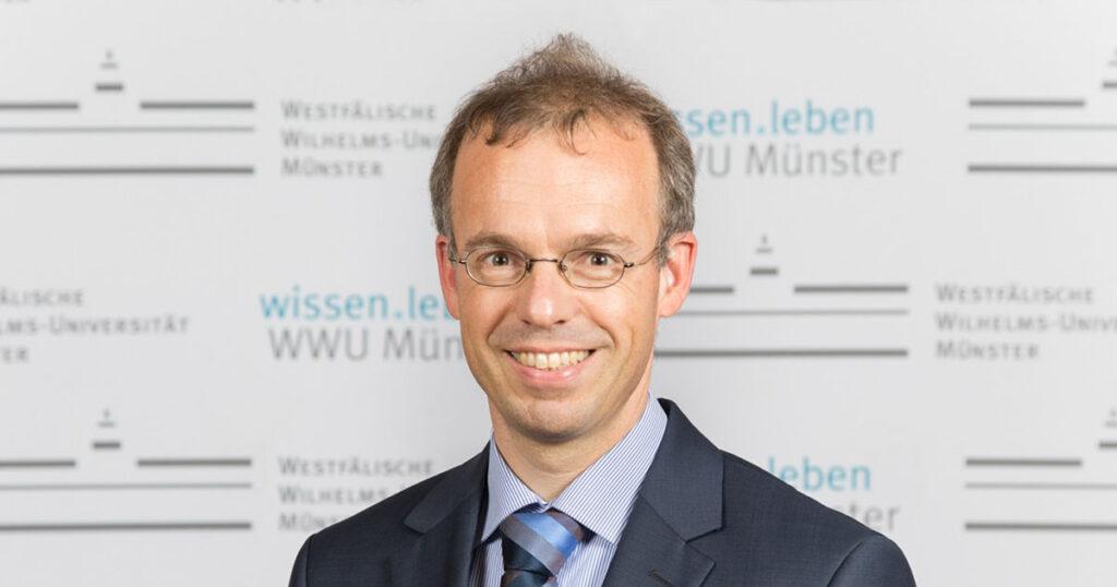 Porträtfoto Professor Dr. Gernot Sydow (Bildquelle: Svenja Haas/WWU)